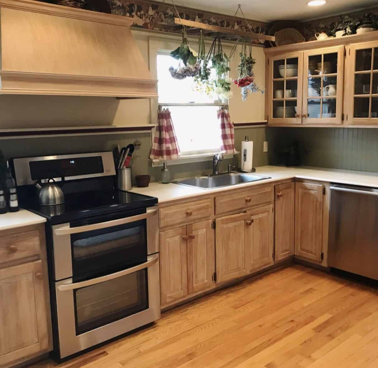 How To Paint Wood Cabinets With Chalk Paint Stacy Ling